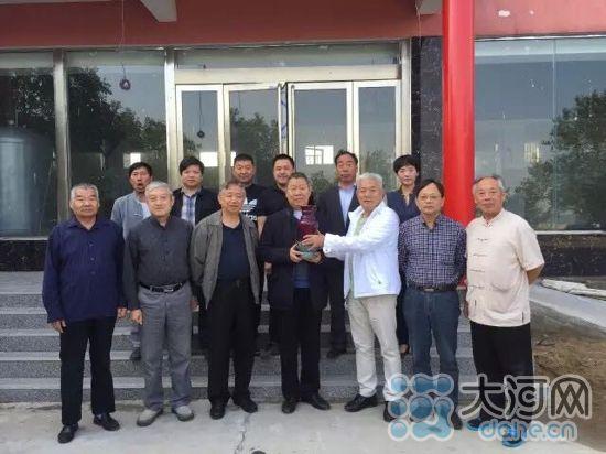 中国传统工艺大师(钧瓷)座谈会在河南举行